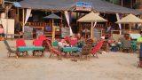 מצב טיפוסי על החוף... במסעדות הרבות