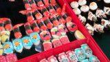 השוק הצמוד למלון בבנגקוק, אינספור צורות של סושי